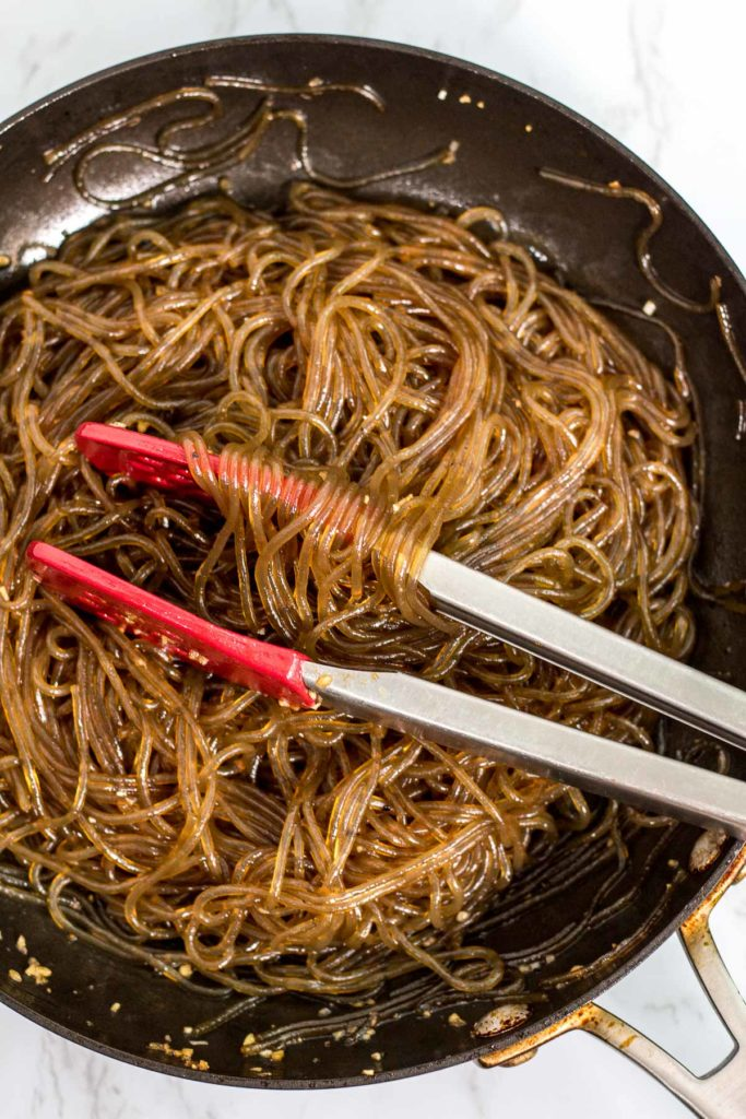 Seasoned noodle for the japchae in the pan
